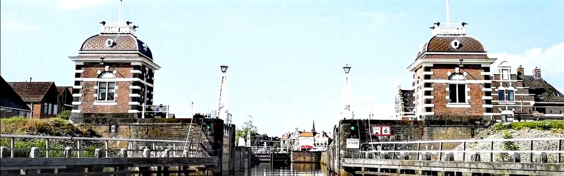 `Lemstersluis vanaf het IJsselmeer